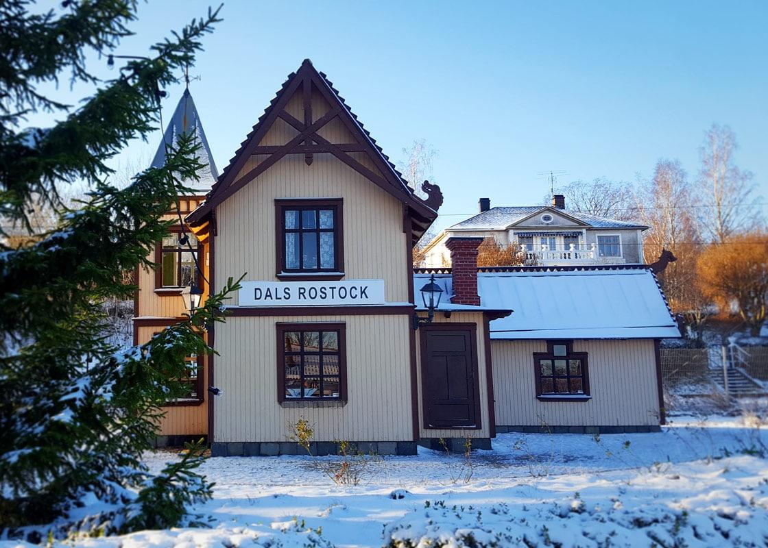 Stationshuset är ett miniatyr-replika som ligger i närheten av Kroppefjäll Bed & Brekfast i Dals Rostock, Melleruds Kommun, Dalsland.