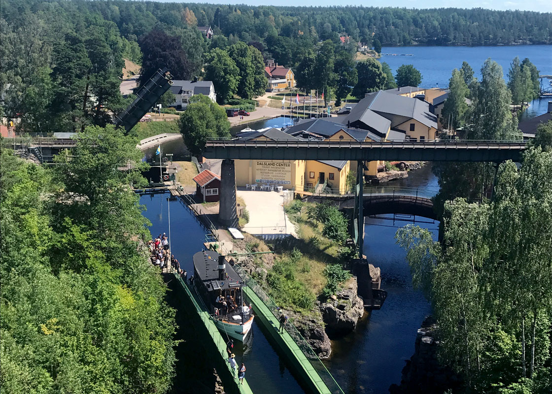 Dalsland Center ligger i närheten av Kroppefjäll Bed & Breakfast och här kan du bland annat besöka Håveruds-akvedukten och Håveruds Brasseri. Dals Rostock, Håverud, Mellerud, Dalsland.