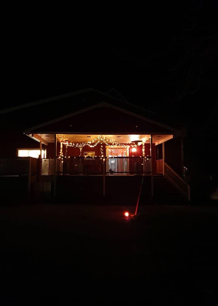 Vår festlokal har också en altan och stora ytor utomhus att vistast på. Kroppefjäll Bed & Breakfast, Dals Rostock, Dalsland.